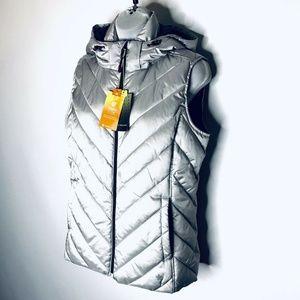 New Tek Gear Puffer Vest Medium  Silver
